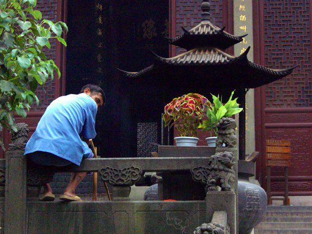 """Zdjęcia: Hangzhou, """"ochroniarz"""" świątyni, CHINY"""