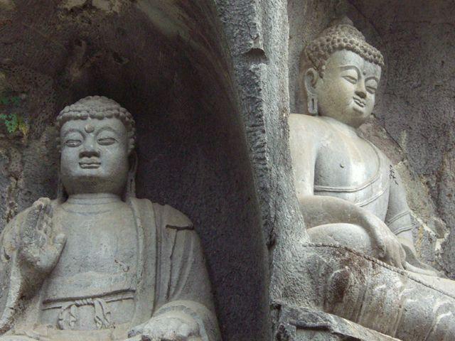 Zdj�cia: Hangzhou, Figury budd�w w parku przyklasztornym, CHINY