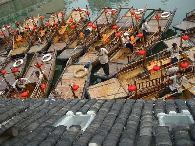 Zdj�cia: Hangzhou, �odzie w Quingpu - zachodniej dzielnicy Shanghaju, CHINY