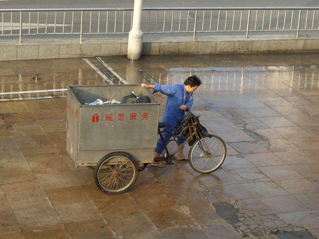 Zdjęcia: Shanghai, Poranne sprzątanie na Bundzie, CHINY