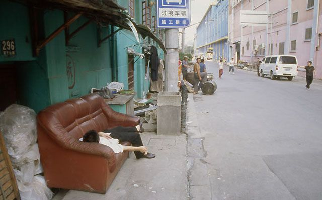 Zdj�cia: Shanghai, Scenka z przedmie�� miasta, CHINY