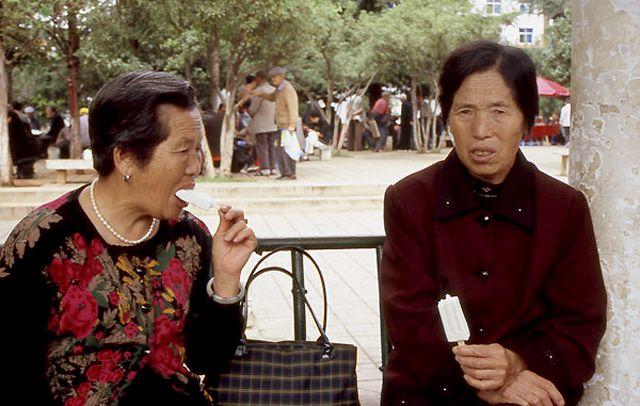 Zdjęcia: Shanghai, scenka w parku, CHINY