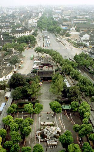 Zdjęcia: Suzhou, widok z Pagody na wejście do światyni Nefrytowego Buddy, CHINY