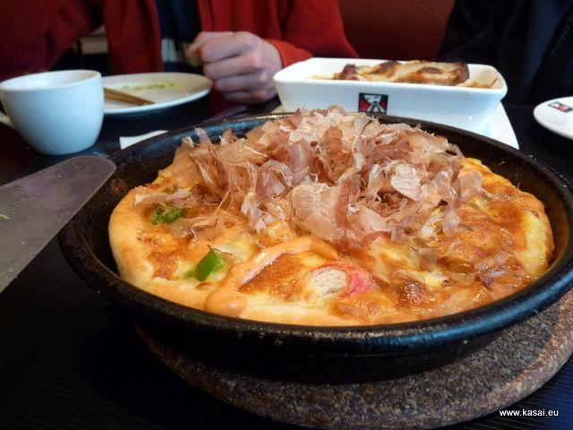 Zdjęcia: Szanghaj, Kulinarnie - japońska pizza, CHINY