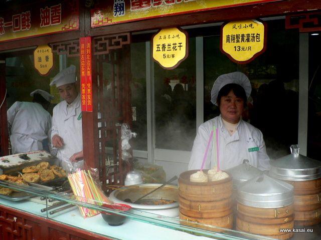 Zdjęcia: Szanghaj, Kulinarnie - bar z pierożkami, CHINY