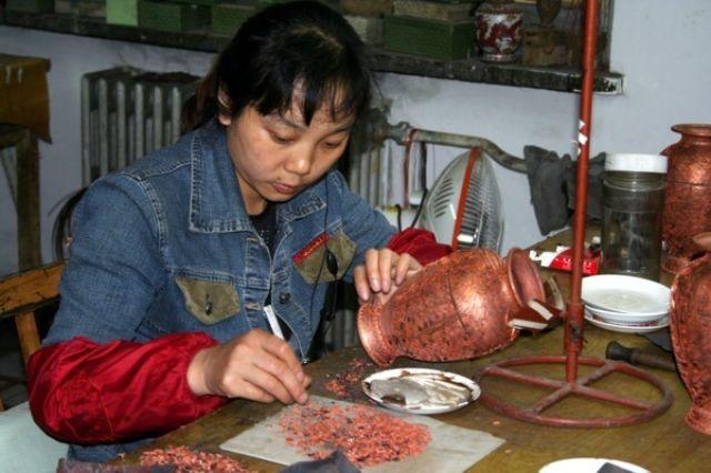 Zdjęcia: PEKIN, W fabryce wazonów, CHINY