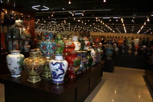 Zdjęcia: PEKIN, Sklep przy fabryce wazonów., CHINY