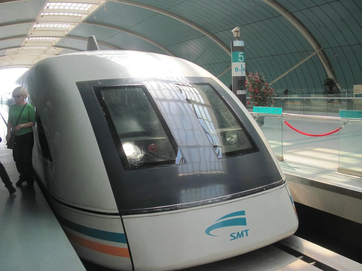 Zdjęcia: Szanghaj, Kolej Magnetyczna Maglev- 431 km/h, 30,5 km-  Czas przejazdu: 7 min i 20 s, CHINY