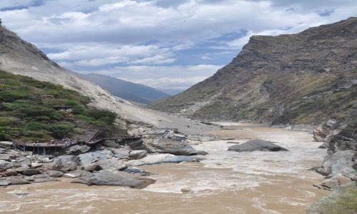 Zdjecie CHINY / Kunming / okolice Lijiang, rzeka Jangcy / Wawoz Skaczaceg