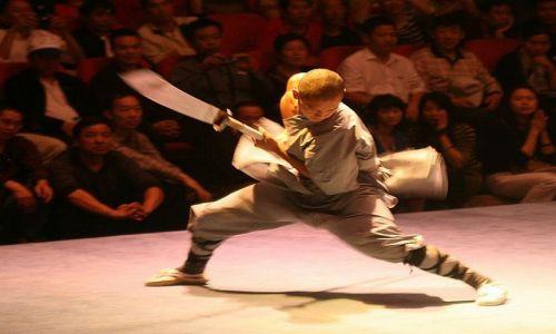 Zdjęcie CHINY / Klasztor Shaolin / pokaz walk / mnich