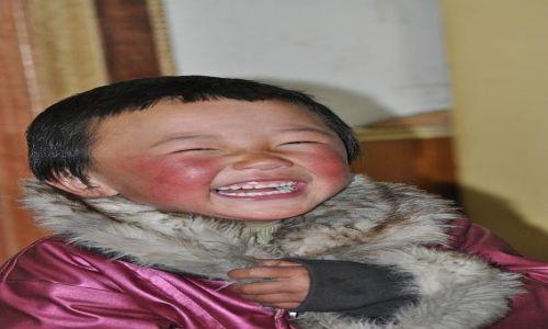 Zdjęcie CHINY / Lanzhou / Xiahe / Usmiech dziecka