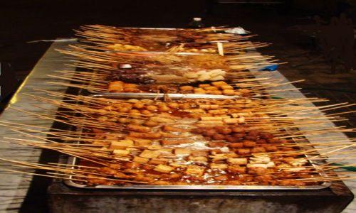 Zdjecie CHINY / - / Xian / Uliczny fast - food nocą
