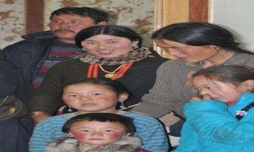 Zdjecie CHINY / Gansu / Xiahe / Tybetanska rodzina