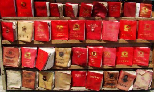 CHINY / - / Xian / Słynne książeczki MAO