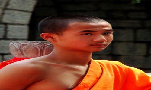 Zdjęcie CHINY / - / Shaolin / Młody mnich w klasztorze SHAOLIN