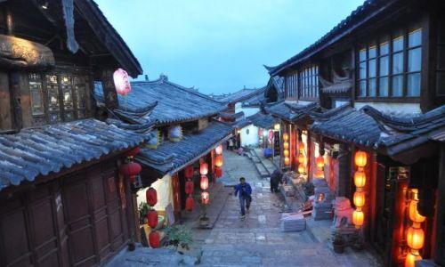Zdjęcie CHINY / Yunnan / Lijiang / Uliczka w Lijiang