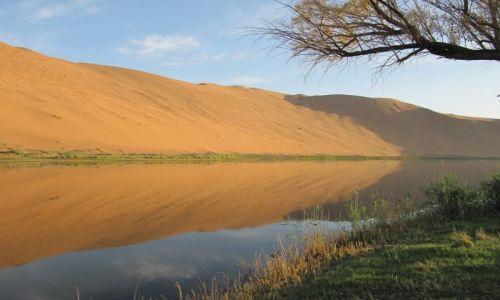 Zdjęcie CHINY / Badan Jaran / Pustynia / O poranku nad jeziorem