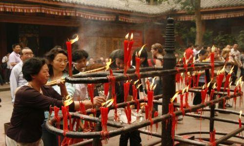 Zdjęcie CHINY / Syczuan / Leshan / W świątyni buddyjskiej
