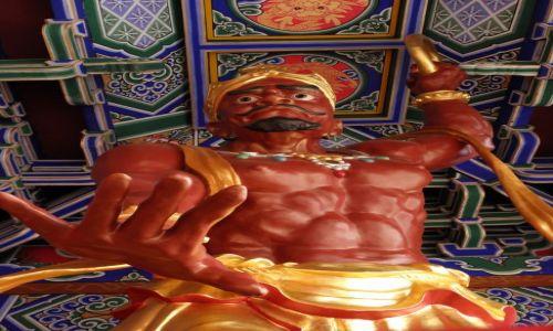 Zdjecie CHINY / Yunnan / Dali - kompleks Trzy Pagody / Na kolana