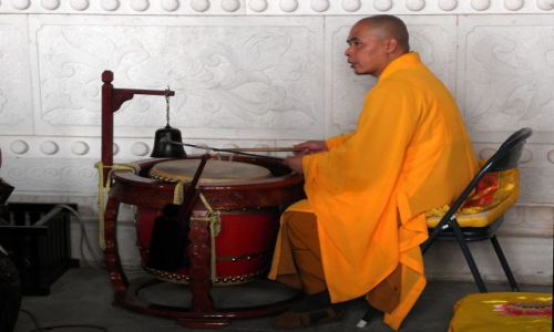 CHINY / Yunnan / Dali - kompleks Trzy Pagody / Perkusista