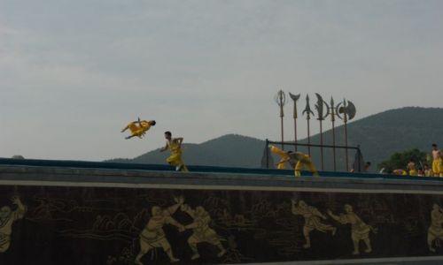 Zdjęcie CHINY / Shaolin / Shaolin / CWICZENIA MLODYCH ADEPTOW KUNG FU
