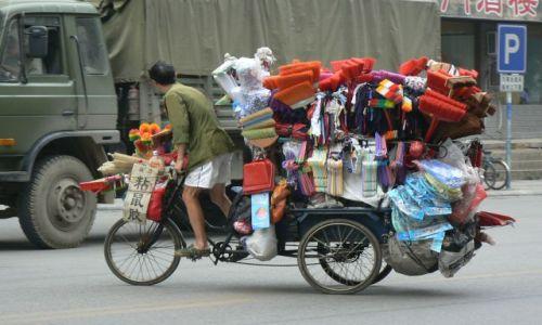 Zdjęcie CHINY / - / Guilin / W drodze do pracy.
