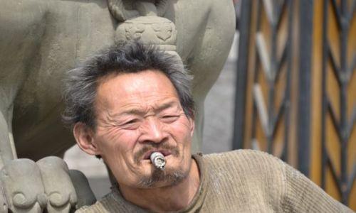 Zdjęcie CHINY / Wsch Chiny / Luoyang / Przerwa na fajke