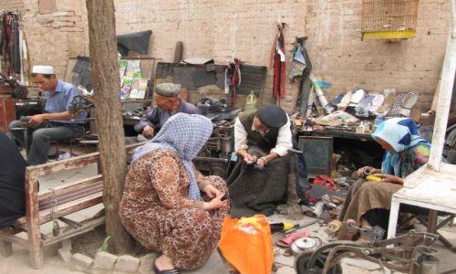 Zdjęcie CHINY / Kaszgar / ulica / U szewca
