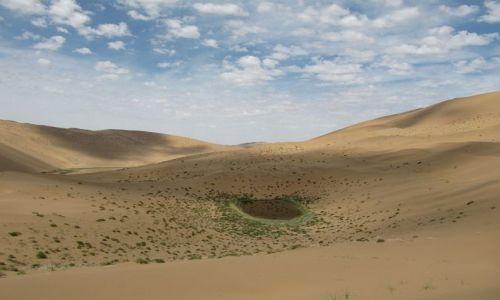 Zdjęcie CHINY / Badain Jaran / pustynia / Jezioro na pustyni