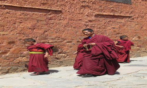 Zdjecie CHINY / Labrang / klasztor / Mnisi