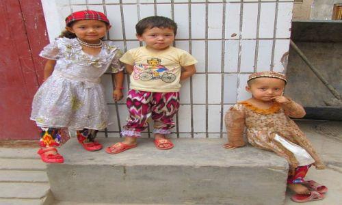 CHINY / Kaszgar / stare miasto / dzieciaki