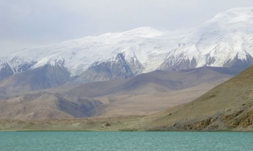 Zdjecie CHINY / Mutzagh Ata / Muztagh Ata / Jezioro pod Muztagh Ata