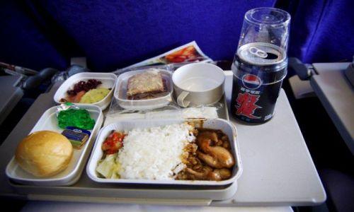 Zdjecie CHINY / - / gdzieś w drodze do Pekinu / Pierwszy chiński posiłek (w samolocie:D)