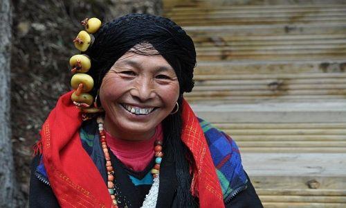 Zdjecie CHINY / Syczuan / Dolina Muni / Kobieta z Doliny Muni