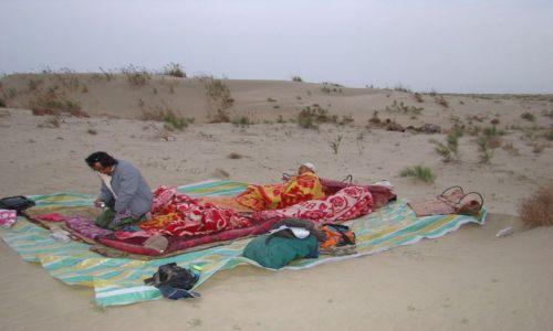 CHINY / Xinjiang Uyghur Autonomous Region / Taklamakan / Poranek na pustyni