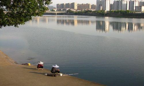 Zdjęcie CHINY / prowincja Anhui / Tunxi / nad rzeką
