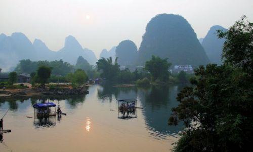 Zdjęcie CHINY / Guangxi / Lijiang river / ZMIERZCH NA PRZYSTANI
