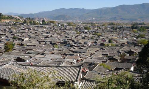 Zdjecie CHINY / Yunnan / Lijiang / Morze dachów