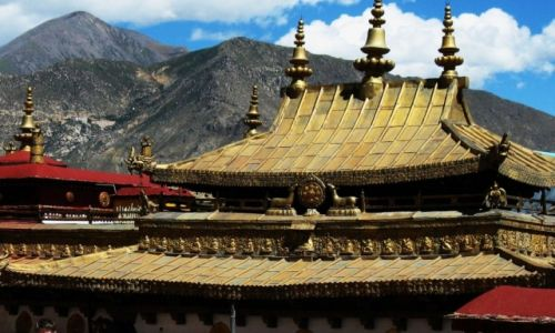 Zdjecie CHINY / Tybet / Lhasa / Świątynne dachy
