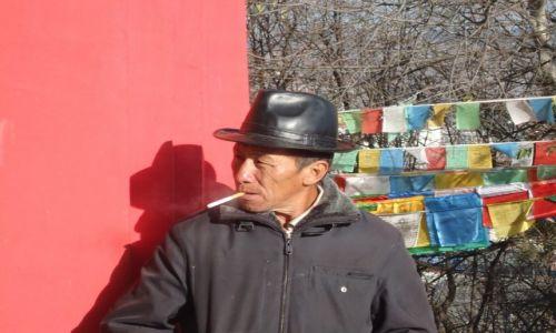 CHINY / Yunnan / Shangri-La (Zhongdian) / W świątyni (1) ....