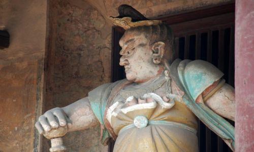 CHINY / Shanxi / w wiosce Qiatou 6km od Pingyao / Posąg na terenie Świątyni Shuanglin