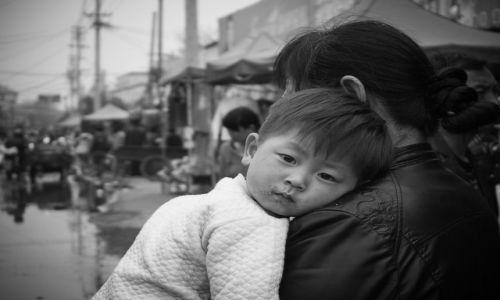 Zdjecie CHINY / Henan / Pingdingsan / kilkuletnia, chińska 'emocja'..
