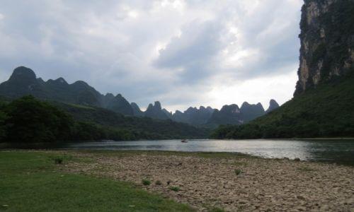 CHINY / Guilin / Yangshuo / Rzeka na spływ kajakowy w Guilin