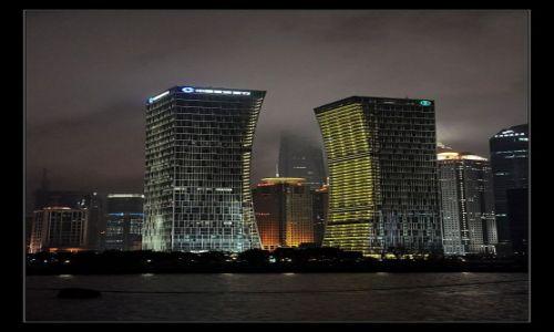 Zdjecie CHINY / Szanghai / Szanghai / Pudong nocą