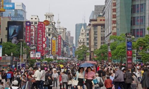 CHINY / Szanghaj / Ulica Nankińska / Na deptaku