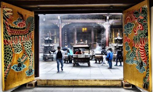 Zdjęcie CHINY / Syczuan / Huanglong / za bramą