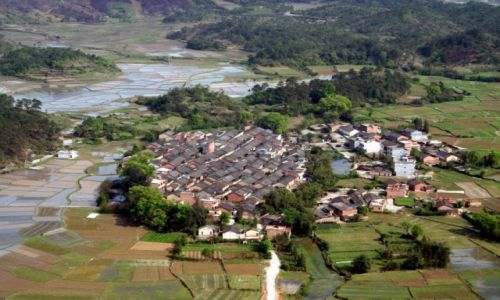 Zdjęcie CHINY / Guilin / Okolice Guilin / Wioska wśród pól ryżowych