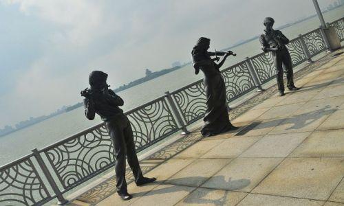 Zdjecie CHINY / Suzhou Industrial Park / Jezioro Złotego Koguta / Tercet egzotyczny