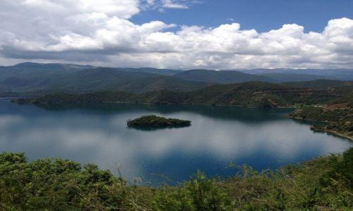Zdjęcie CHINY / Yunnan / Lugu Hu / Pozdrowienia znad Lugu
