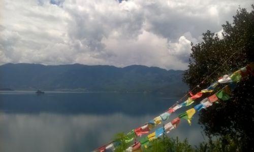 CHINY / Yunnan / Jezioro Lugu / Pozdrowienia znad jeziora Lugu